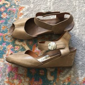 Taos | Taupe wedge sandals